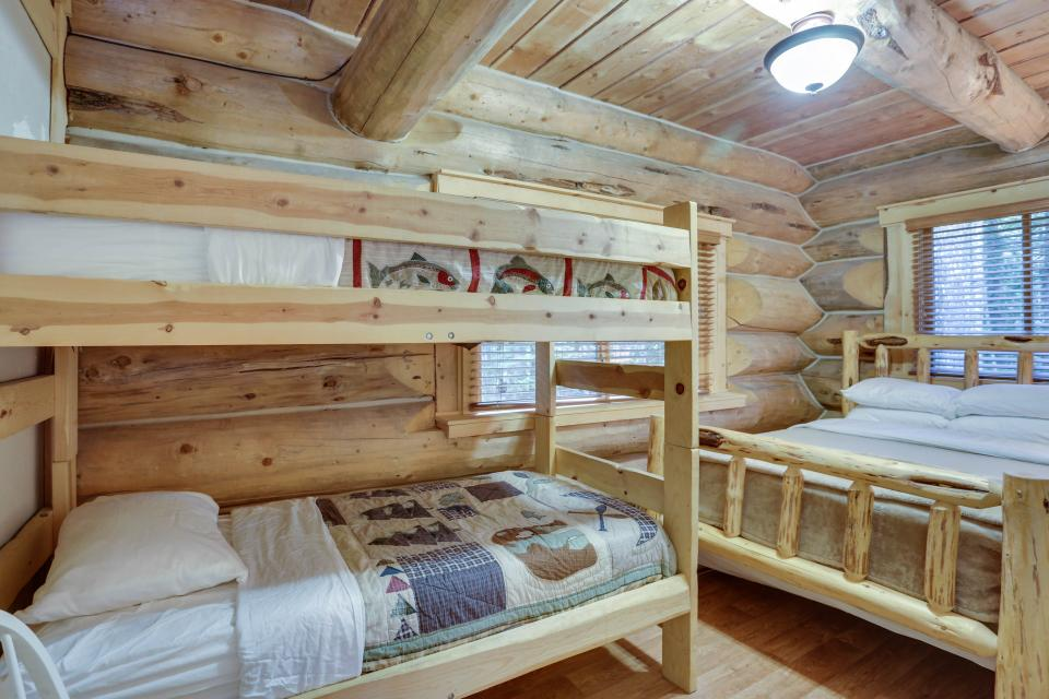Big Bear Cabin and Little Bear Cabin - Government Camp Vacation Rental - Photo 17
