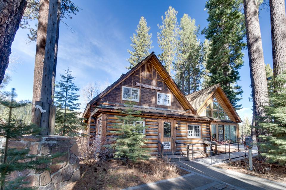 Skyline drive 3 bd vacation rental in tahoe city ca for Tahoe city cabin rentals