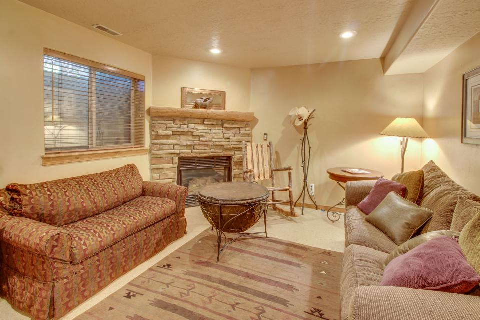 Bobsled Townhome with Private Hot Tub - Park City Vacation Rental - Photo 29