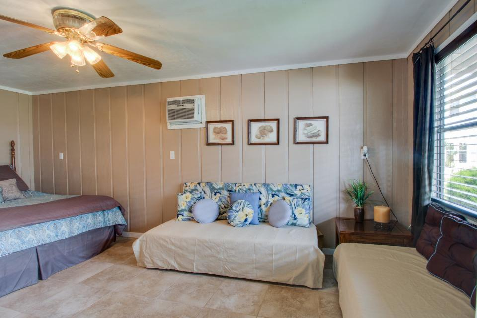 Bid-A-Wee Beach Cottages - Panama City Beach Vacation Rental - Photo 4