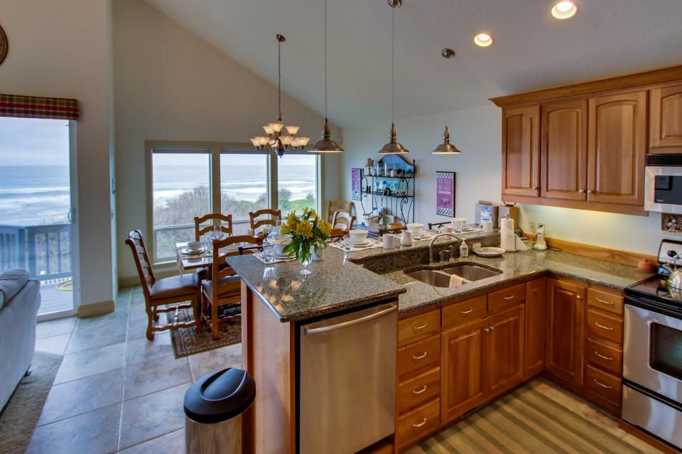 Oregon Coast Retreat - South Beach Vacation Rental - Photo 11