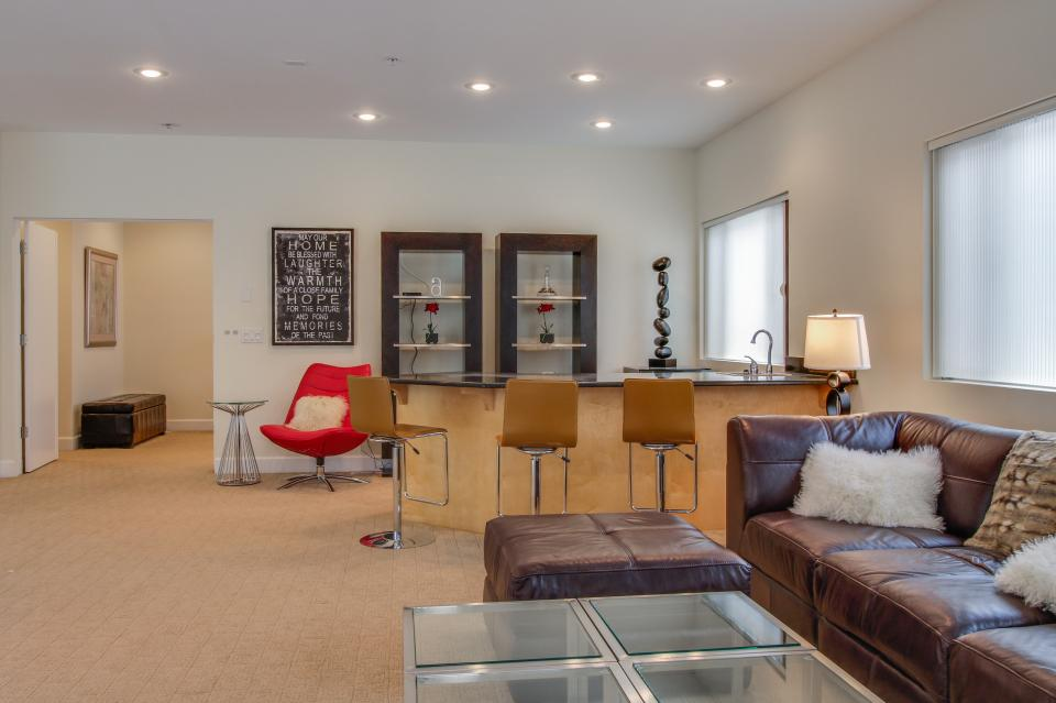 Contemporary Living at The Lofts w/ hot tub! - Brian Head Vacation Rental - Photo 15