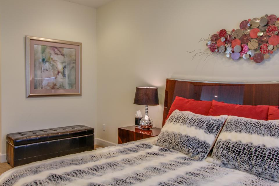 Contemporary Living at The Lofts w/ hot tub! - Brian Head Vacation Rental - Photo 20