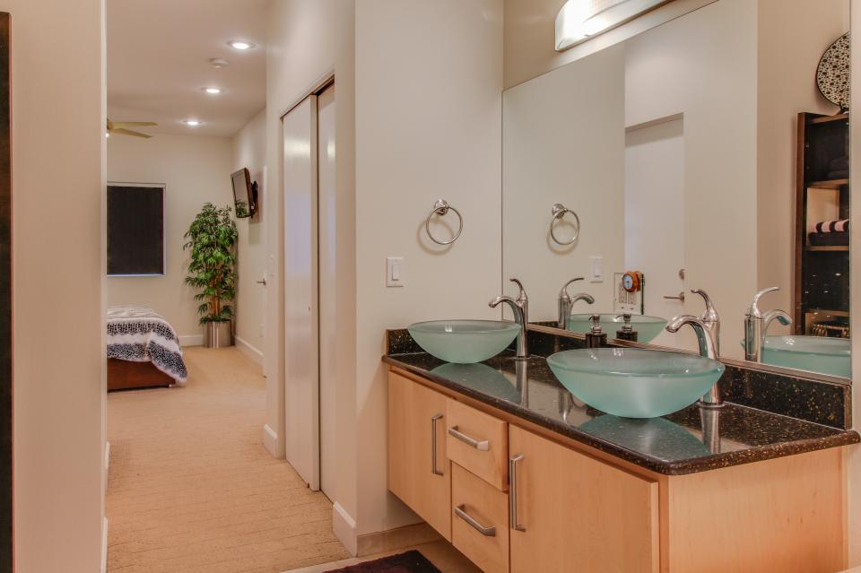 Contemporary Living at The Lofts w/ hot tub! - Brian Head Vacation Rental - Photo 21