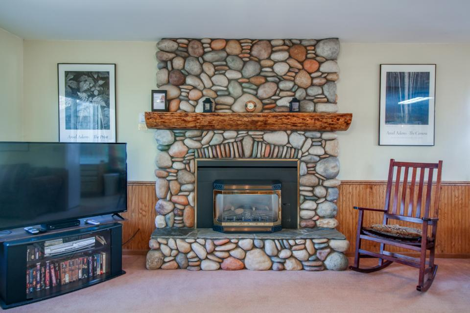 Trout Creek Retreat - South Lake Tahoe Vacation Rental - Photo 7