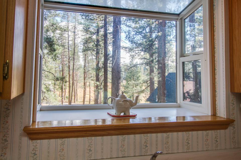 Trout Creek Retreat - South Lake Tahoe Vacation Rental - Photo 31