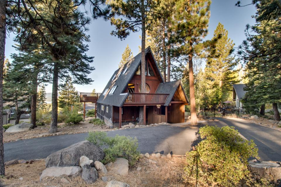 Lakeview tree house 4 bd vacation rental in tahoe city for Tahoe city cabin rentals