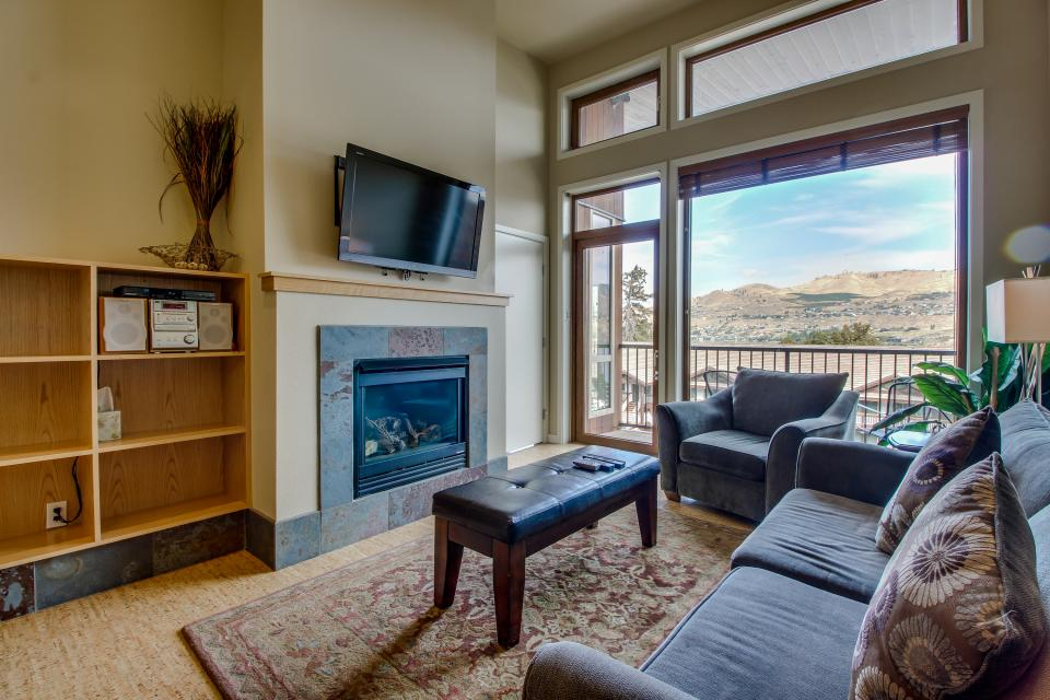 Chelan Resort Suites: Bird's Eye Escape (#406) - Chelan Vacation Rental