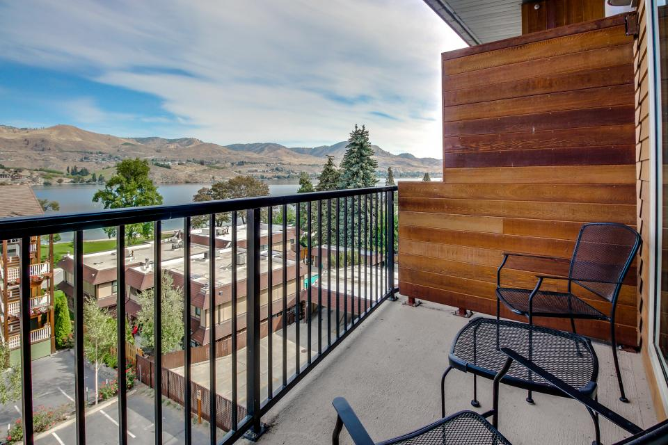 Chelan Resort Suites: Bird's Eye Escape #406 - Chelan Vacation Rental