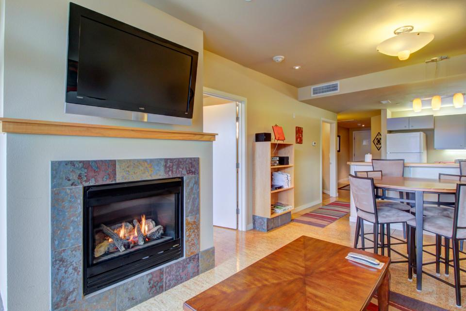 Chelan Resort Suites: Parkside Paradise #202 - Chelan Vacation Rental