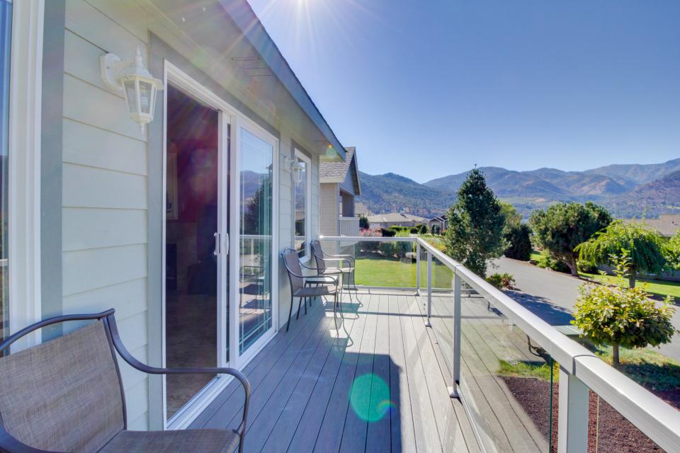 Wapato Point Hardwick - Manson Vacation Rental