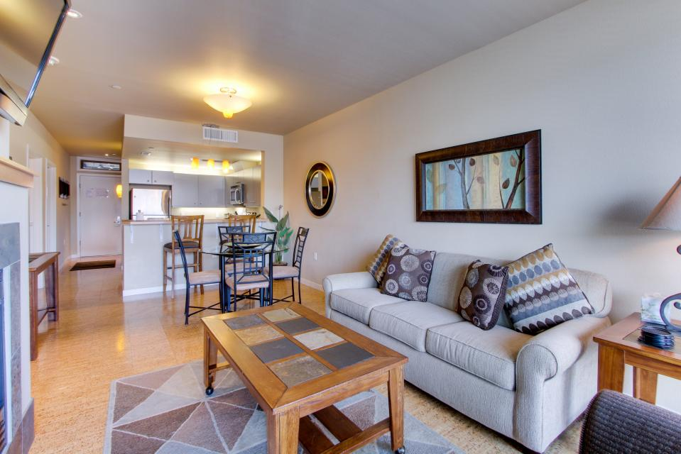 Chelan Resort Suites: Concord Bliss (#305) - Chelan Vacation Rental
