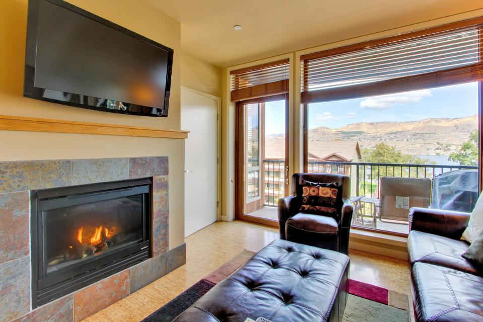 Chelan Resort Suites: Lakeside Wonder #308 - Chelan Vacation Rental