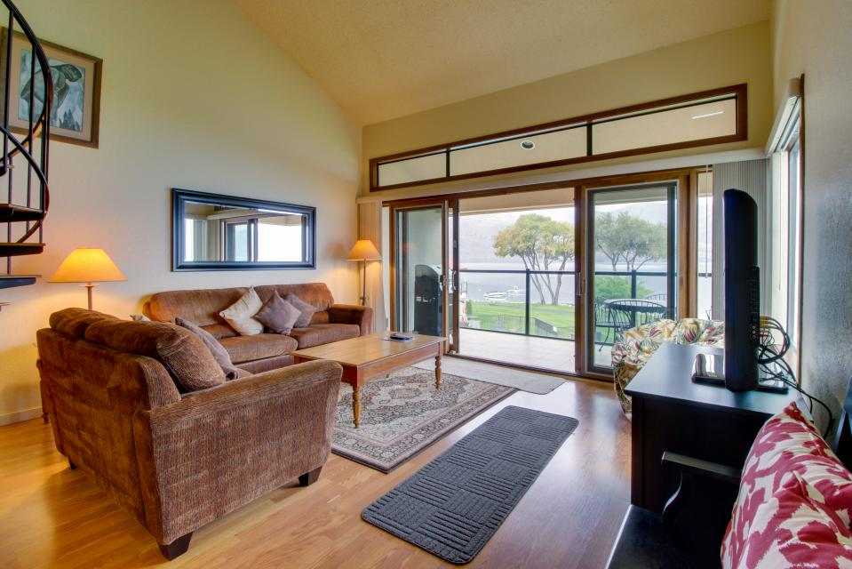 Lake Chelan Shores: Lakefront Nest (#5-5) - Chelan Vacation Rental