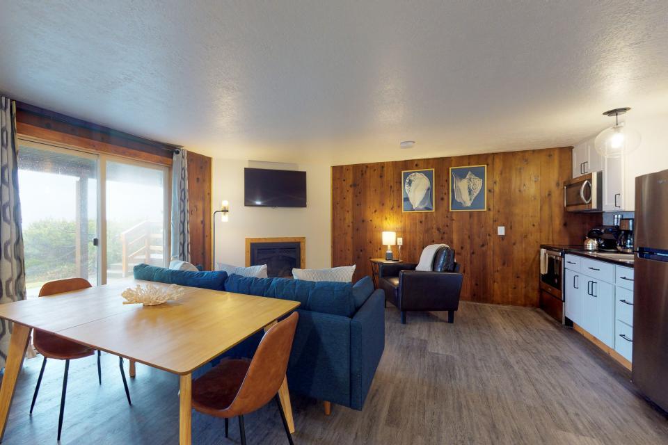 Cape Cod Cottages - Unit 8 - Waldport Vacation Rental