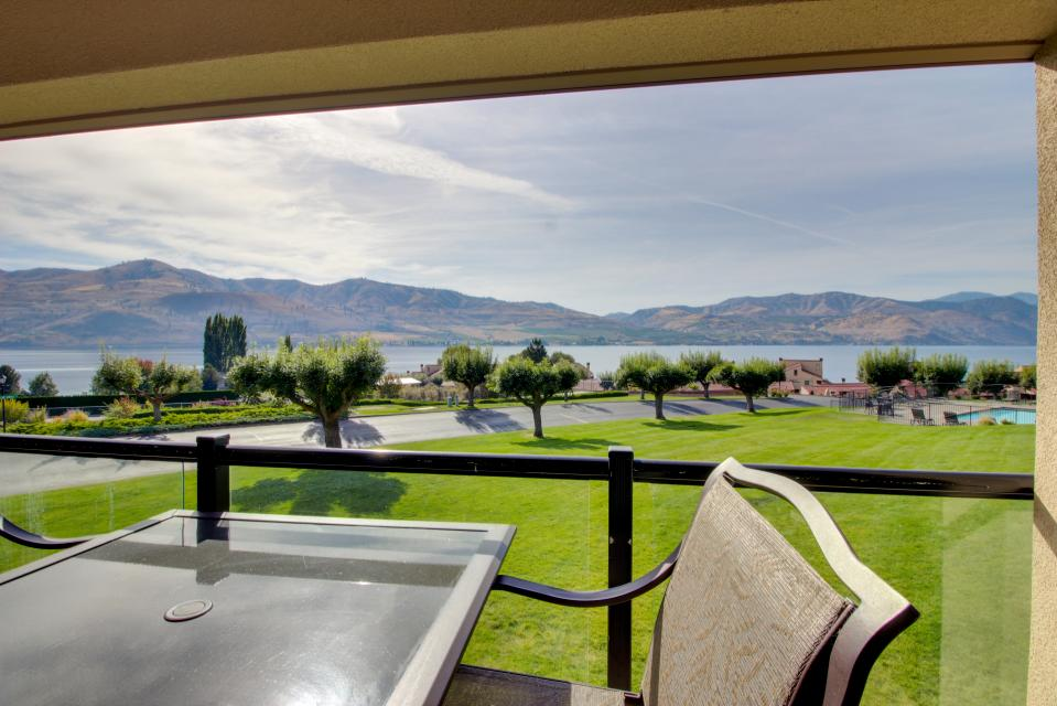 Lake Chelan Shores: Lakeview Deluxe (#15-4) - Chelan Vacation Rental