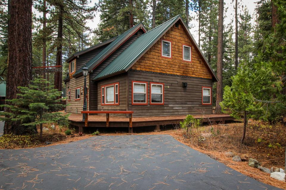 Bristlecone beach retreat 4 bd vacation rental in tahoe for Tahoe city cabin rentals
