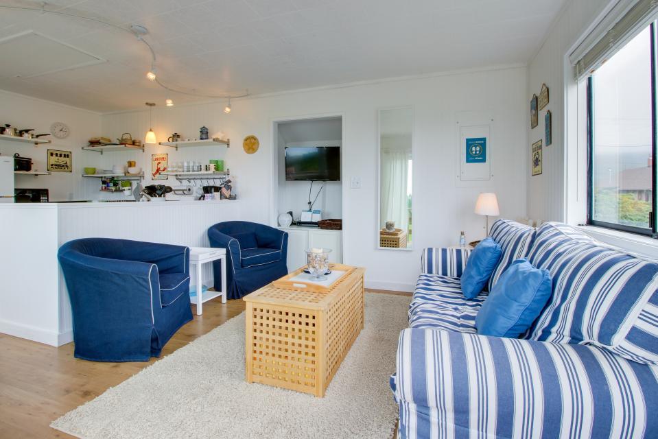 Second Tide - Oceanview Cottage - Rockaway Beach Vacation Rental - Photo 3