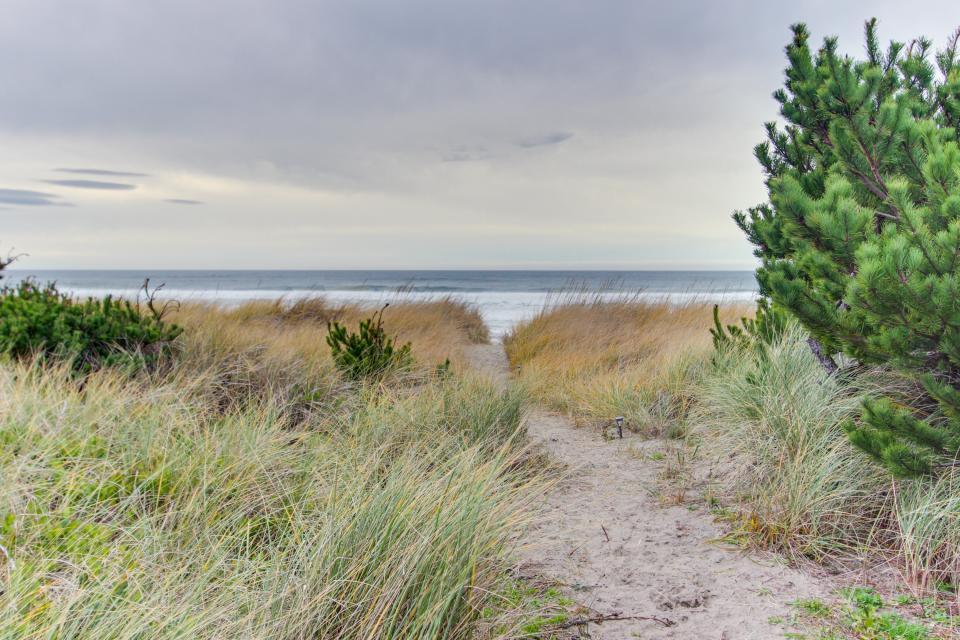 Second Tide - Oceanview Cottage - Rockaway Beach Vacation Rental - Photo 2