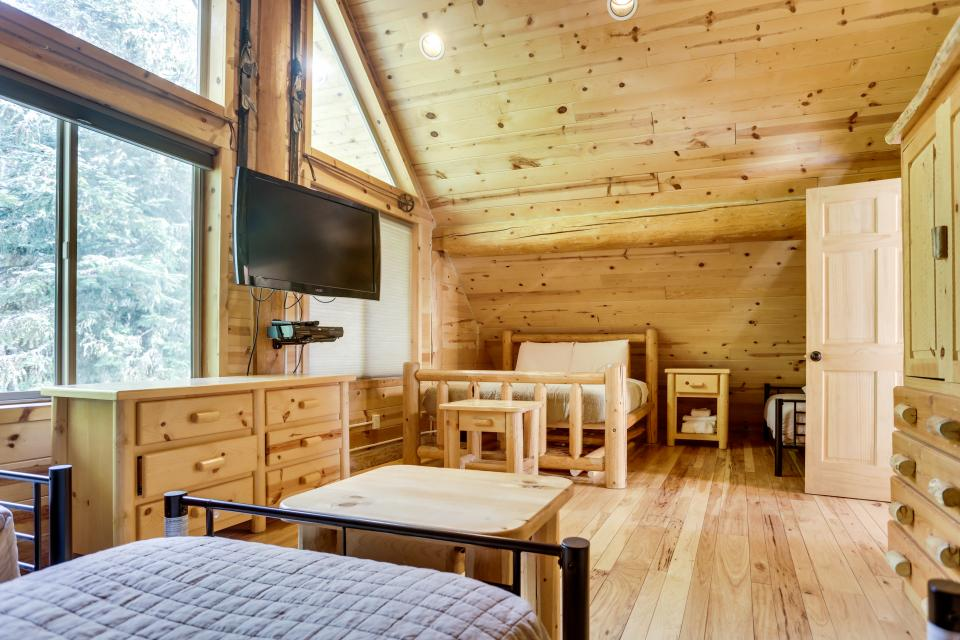 Big Bear Cabin and Little Bear Cabin - Government Camp Vacation Rental - Photo 29