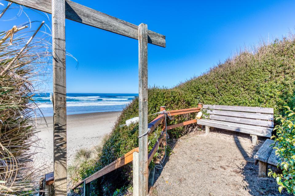 Cape Cod Cottages - Unit 9 - Waldport Vacation Rental