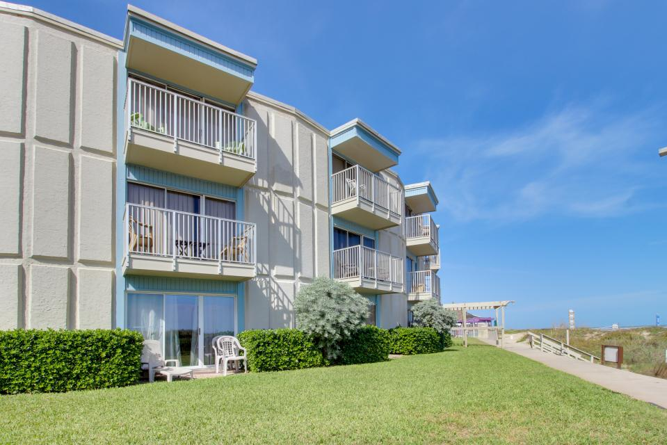 La internacional 110 1 bd vacation rental in south for Cabin rentals south padre island tx