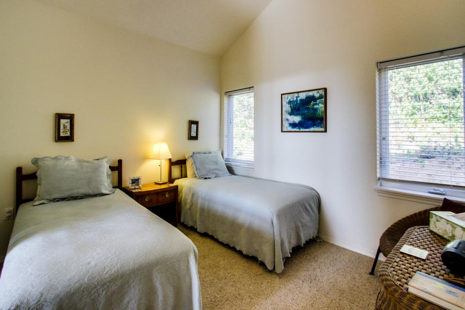 Welcome Home Ocean View | 3 BD Vacation Rental in Seal Rock, OR ...