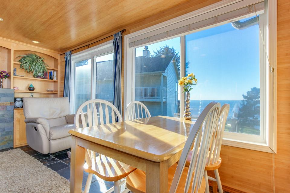 Pirate Cove Cottage 1 - Depoe Bay Vacation Rental - Photo 10