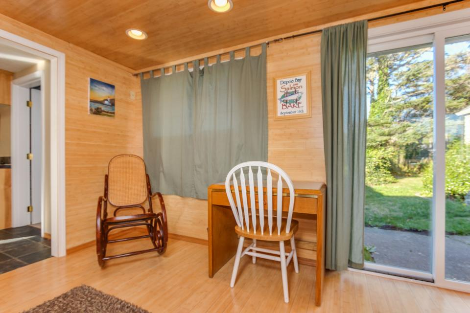 Pirate Cove Cottage 1 - Depoe Bay Vacation Rental - Photo 14