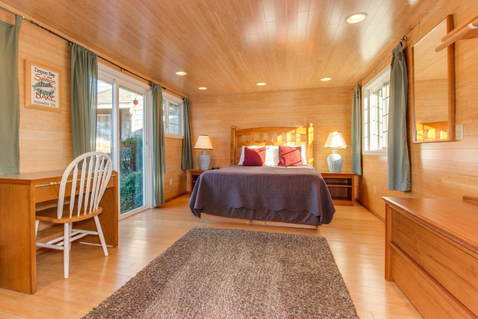 Pirate Cove Cottage 1 - Depoe Bay Vacation Rental - Photo 12