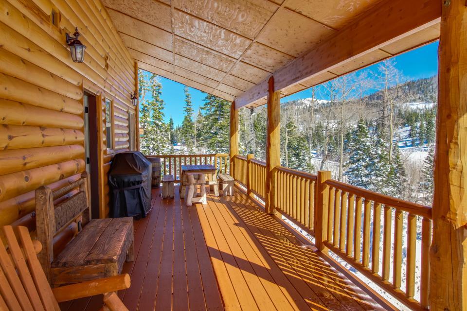 Steam engine lookout 4 bd vacation rental in brian head for Brian head ski resort cabin rental
