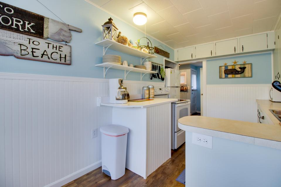 The Driftwood Cottage - Rockaway Beach Vacation Rental - Photo 9