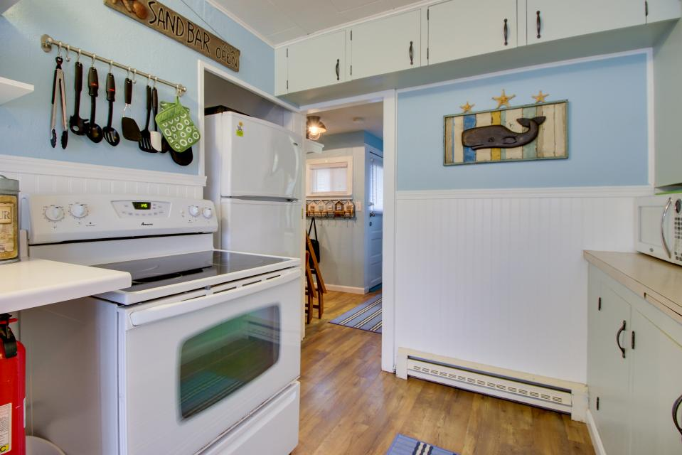 The Driftwood Cottage - Rockaway Beach Vacation Rental - Photo 10