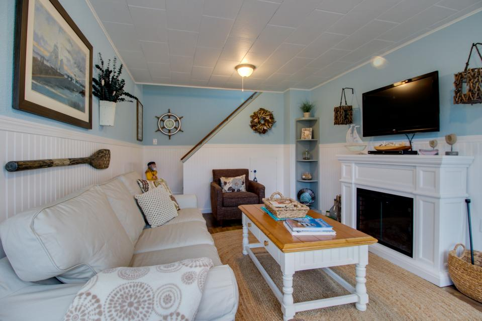The Driftwood Cottage - Rockaway Beach Vacation Rental - Photo 17