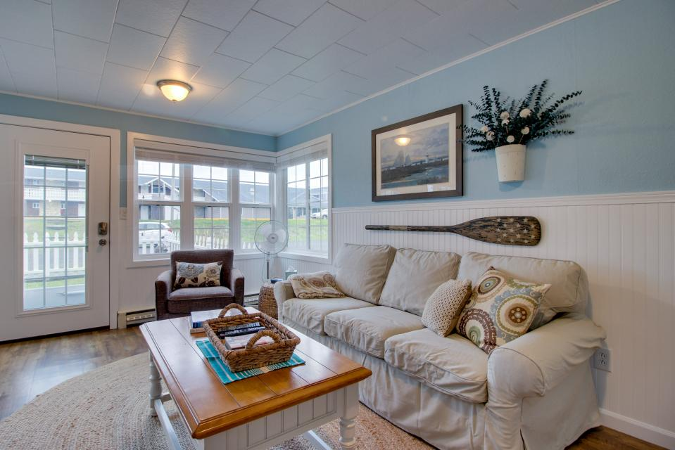The Driftwood Cottage - Rockaway Beach Vacation Rental - Photo 16