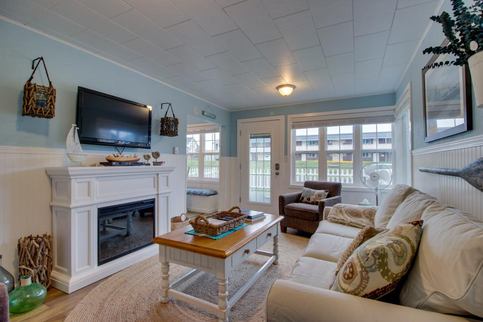 The Driftwood Cottage - Rockaway Beach Vacation Rental - Photo 15
