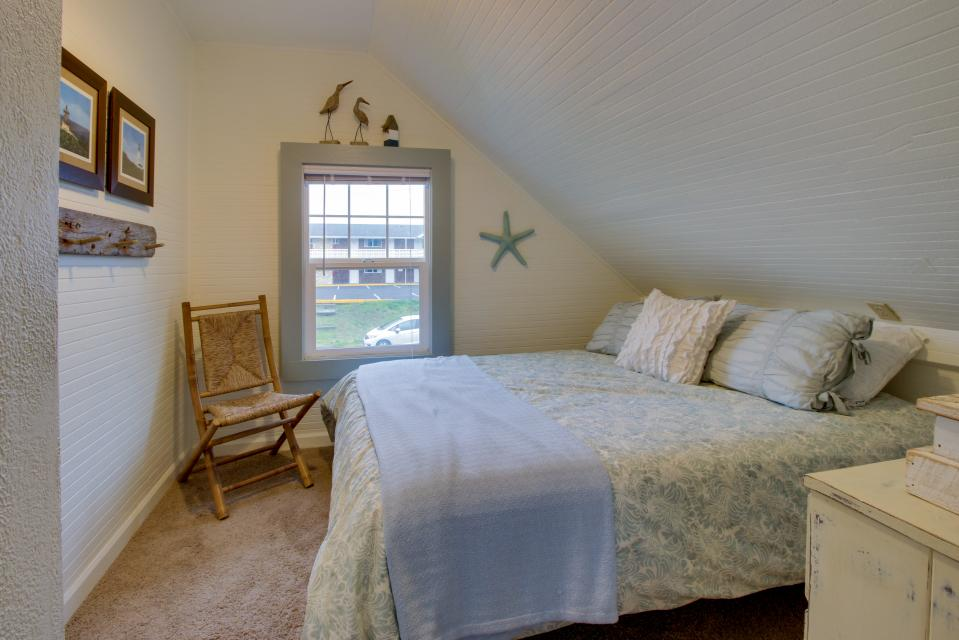 The Driftwood Cottage - Rockaway Beach Vacation Rental - Photo 20