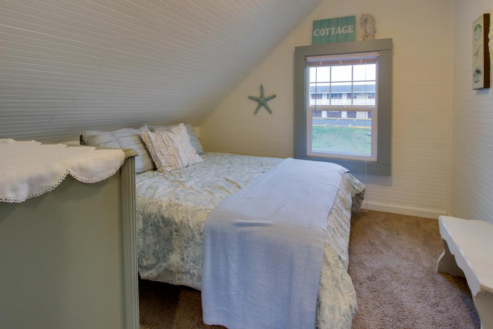 The Driftwood Cottage - Rockaway Beach Vacation Rental - Photo 22