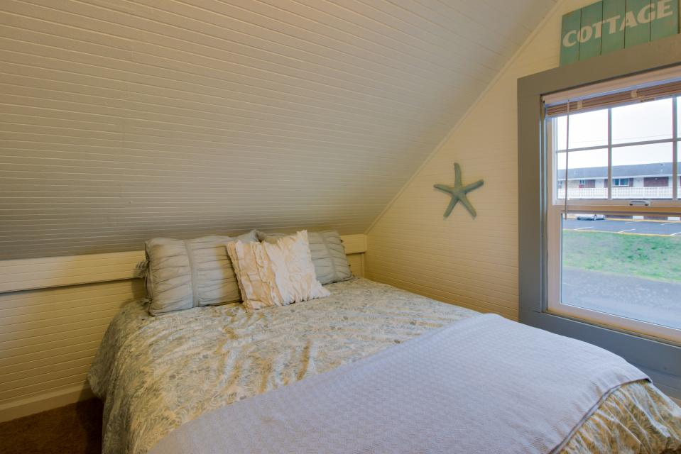 The Driftwood Cottage - Rockaway Beach Vacation Rental - Photo 23