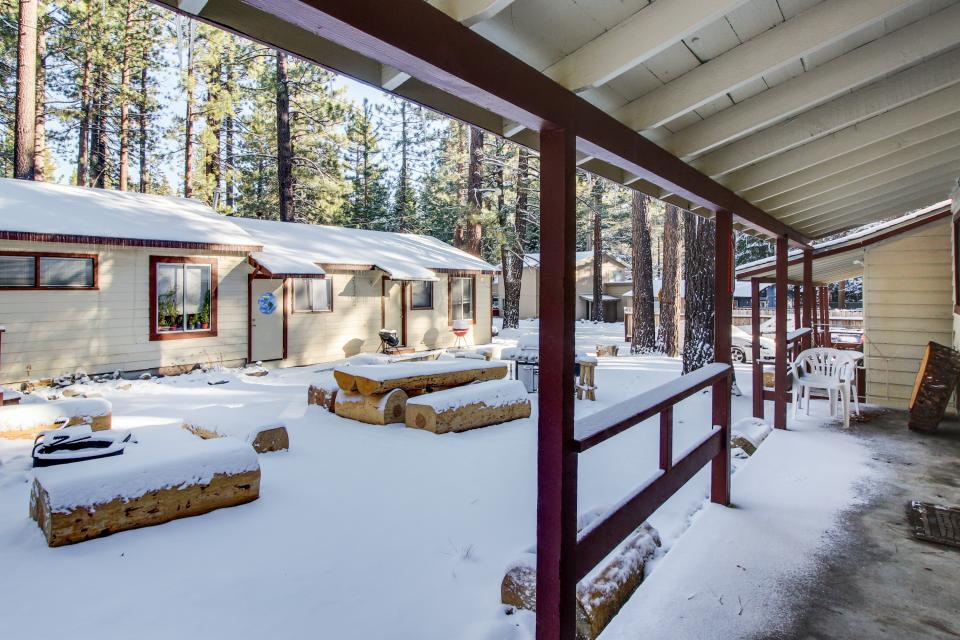 Emerald bay courtyard cabins 2 bd vacation rental in for Rent a cabin in lake tahoe ca