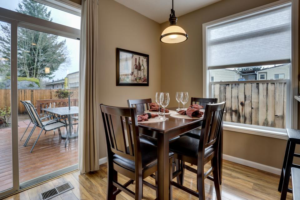 the buxton | 3 bd vacation rental in troutdale, or | vacasa
