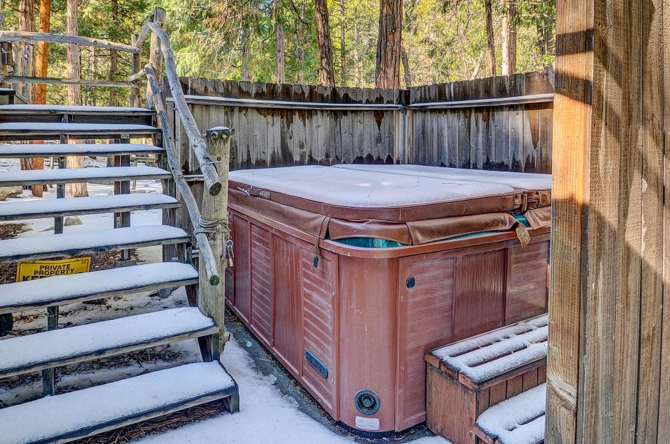 Twin Tree Lodge - Idyllwild Vacation Rental - Photo 2