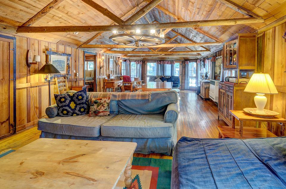 Twin Tree Lodge - Idyllwild Vacation Rental - Photo 3