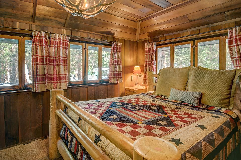 Twin Tree Lodge - Idyllwild Vacation Rental - Photo 6
