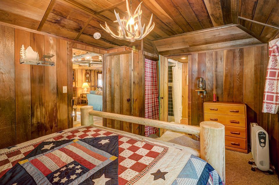 Twin Tree Lodge - Idyllwild Vacation Rental - Photo 7