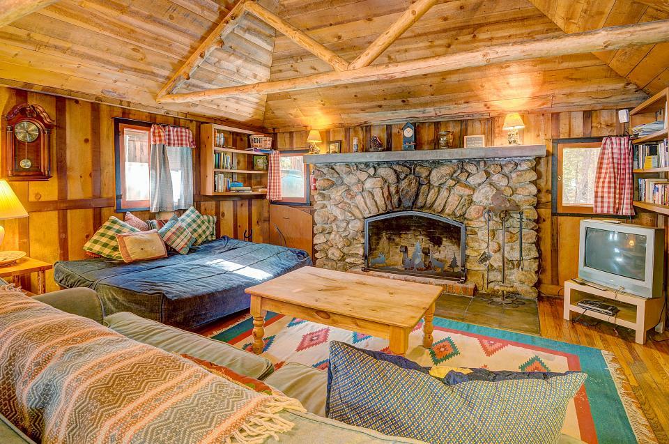 Twin Tree Lodge - Idyllwild Vacation Rental - Photo 9