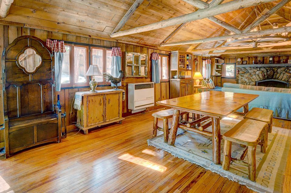 Twin Tree Lodge - Idyllwild Vacation Rental - Photo 10