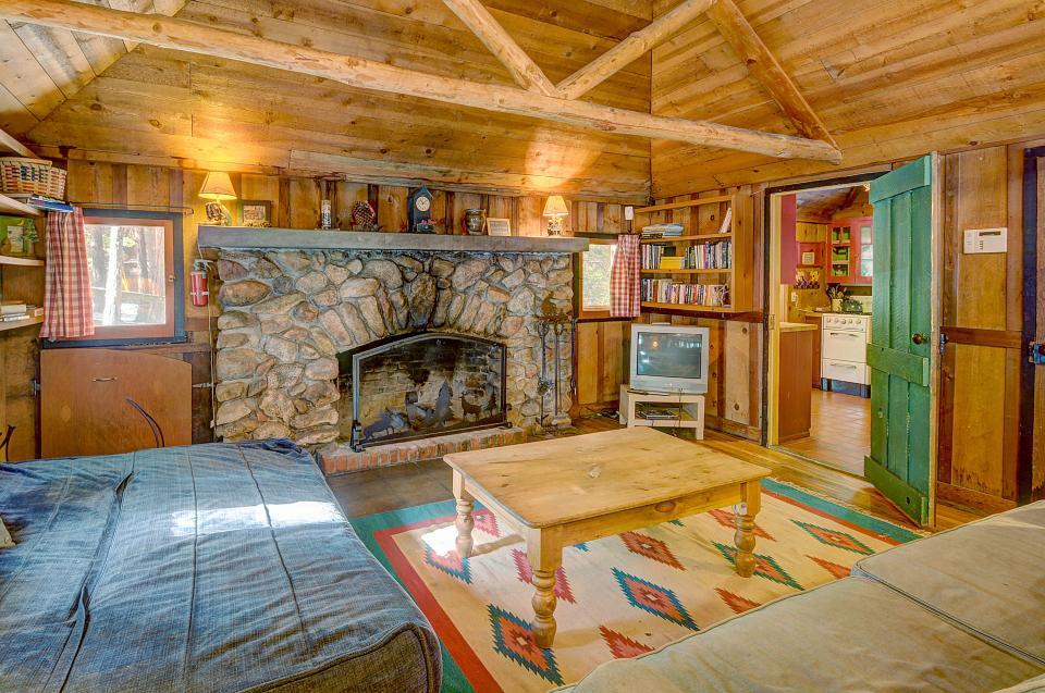 Twin Tree Lodge - Idyllwild Vacation Rental - Photo 16