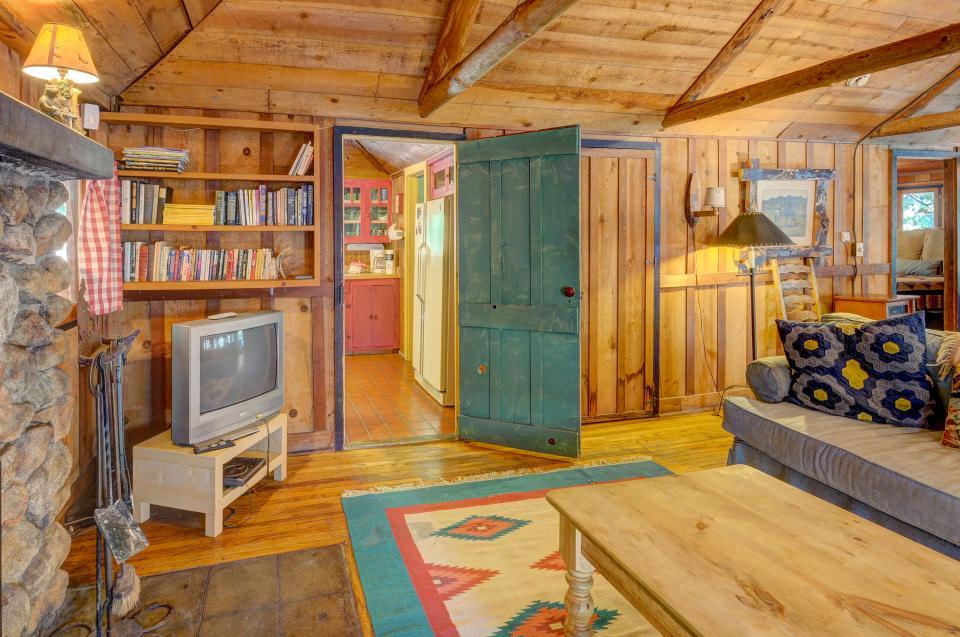 Twin Tree Lodge - Idyllwild Vacation Rental - Photo 20