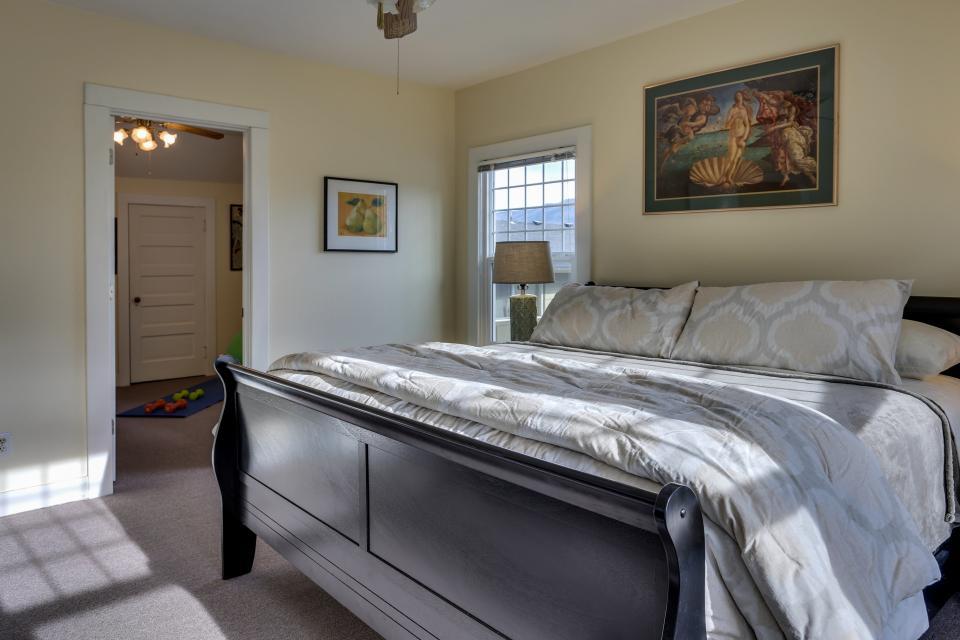 Azusa House | 4 BD Vacation Rental in Hood River, OR | Vacasa